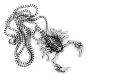 Skorpionhängen och halsbandet - rostfritt stål Arkivbild