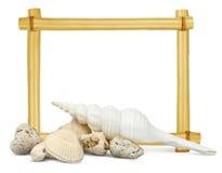 Skorupy z pustą bambus ramą behind Obraz Stock