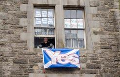 Skotsk för folkomröstning supporter ja Arkivfoton