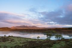 Skotsk glen under solnedgång arkivfoton