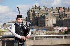 Skotsk säckpipeblåsare i Edinburg Fotografering för Bildbyråer