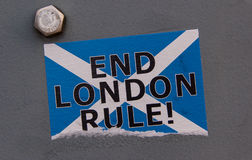 Skotsk självständighet: Klistermärke för slutLondon regel Arkivbild