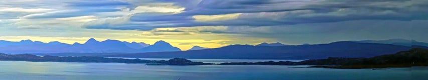Skotska öar från Skye i Hebridesen arkivbild