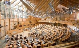 Skotska parlamentet som debatterar kammaren, inre av Edinburgparlamentet som byggs i 2004 arkivbilder
