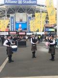 Skotska pipblåsare på rugbyleken Royaltyfri Fotografi