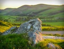 Skotskt landskap på solnedgången fotografering för bildbyråer
