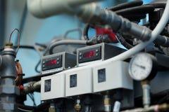 Skott av temperaturindikatorn på den automatiserade maskinen Royaltyfri Foto