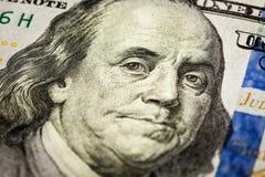 Skott för Benjamin Franklin ståendemakro av räkning 100 Fotografering för Bildbyråer