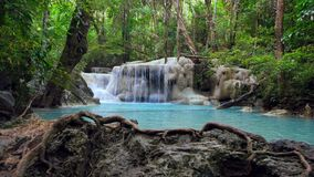 Skott för Erawan vattenfalldocka, Kanchanaburi, Thailand lager videofilmer