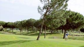 Skott för golfutslagsplats, i Algarve den berömda destinationen, Portugal lager videofilmer