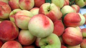 Skott för närbild för persika` s; den saftiga persikan är ny och billig Royaltyfria Foton