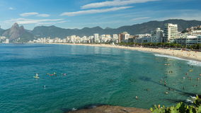 Skott för Tid schackningsperiod horisont av för den Ipanema strand- och Rio de Janeiro staden lager videofilmer