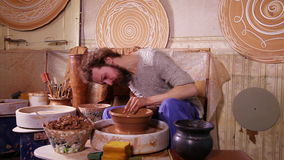 Skott för video för snabb rörelse av ett keramikerarbete lager videofilmer