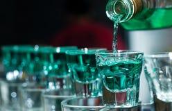 Skottexponeringsglas mycket av alkohol Arkivfoton