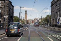 Skottland Förenade kungariket Edinburg 14 05 2016 - Dagligt liv- och taxiaffär i gatorna Fotografering för Bildbyråer