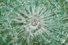 Skottsäkert exponeringsglas efter skyttet med spår av kulor, prov Arkivfoto