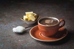 Skottsäkert kaffe, keto-frukost arkivbild
