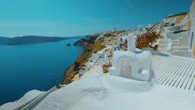 SkottSantorini för glidare ultra vitt panorama- klippa och Aegean hav i eftermiddagen lager videofilmer