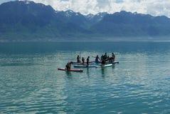 Skovelboarders på sjöGenève royaltyfria foton