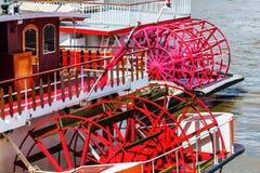 Skovelhjul av en gammal sternwheeler Royaltyfri Bild