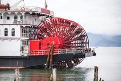 Skovelhjul på det stora ångafartyget Royaltyfria Foton