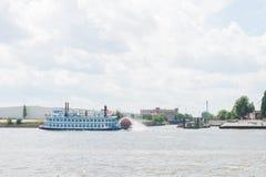 Skovelhjulfartyg Royaltyfri Foto