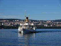 SkovelSteamer med Lausanne i bakgrund Royaltyfria Bilder