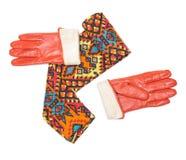 Skręcone jaskrawe wzorzyste szalika i pomarańcze rękawiczki Obraz Stock
