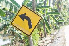 Skręt w lewo znak, Drogowy znak ostrzega zwrot opuszczać Obraz Royalty Free