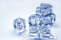 skära i tärningar issmältning Royaltyfri Fotografi