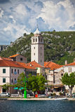Skradin är en liten historisk stad i Kroatien Arkivfoto