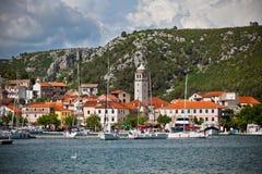 Skradin är en liten historisk stad i Kroatien Royaltyfria Foton