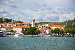 Skradin är en liten historisk stad i Kroatien Royaltyfri Fotografi
