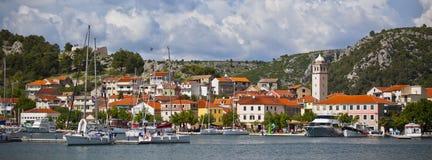 Skradin è una piccola città storica in Croazia fotografie stock