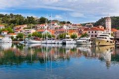 Skradin è una piccola città storica in Croazia fotografia stock libera da diritti