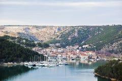 Skradin es un pequeño lugar en Croacia imágenes de archivo libres de regalías