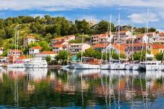 Skradin es una pequeña ciudad histórica en Croacia Foto de archivo libre de regalías