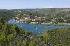Skradin - kleine Stadt auf adriatischer Küste Lizenzfreie Stockbilder