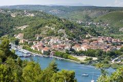 Skradin - kleine Stadt auf adriatischer Küste Lizenzfreie Stockfotografie