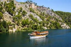 Skradin - kleine Stadt auf adriatischer Küste in Kroatien, am entran Lizenzfreie Stockbilder