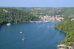 Skradin stad i Dalmatia, Kroatien Royaltyfri Fotografi