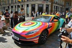 Skraj färgade Aston Martin royaltyfria bilder