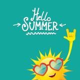 Skraj Hello sommar vaggar etiketten för n-rullvektorn som isoleras på azurer sommarpartibakgrund med skraj solteckendesign royaltyfri illustrationer
