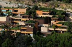 Skraj lägenheter i Eze Arkivfoto