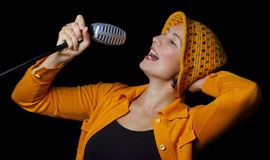 skraj sångarekvinnabarn Arkivbild