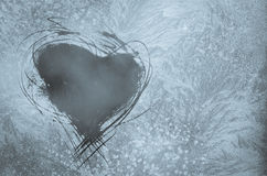 Skrapad hjärta på frostigt fönster Fotografering för Bildbyråer