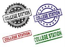 Skrapade texturerade COLLEGE STATION skyddsremsastämplar stock illustrationer
