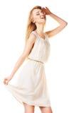 Skratta blond kvinna med långt hår på vit Arkivbild
