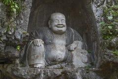 Skratta Buddha av den Lingyin templet Royaltyfria Bilder