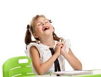 Skratta den lilla skolflickan Royaltyfri Fotografi